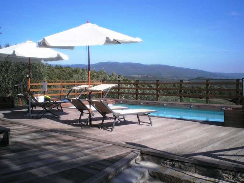 Agriturismo con piscina in toscana tra le verdi colline della valtiberina agriturismo le ceregne - Piscine in toscana ...