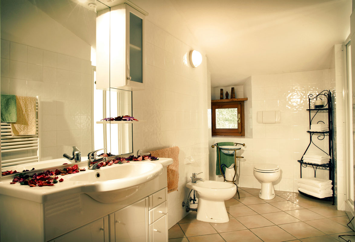 Appartamenti e camere per vacanze in toscana camere e for Bagni arredati immagini