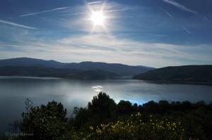 Panorama lago di Montedoglio in Toscana